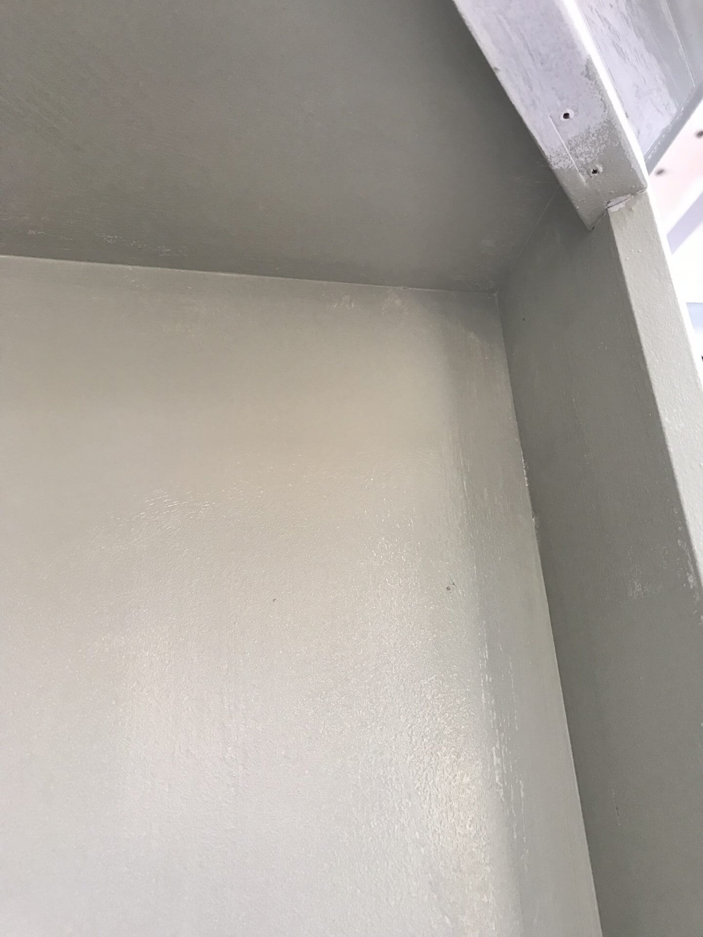 Picture showing where the paint was thin and patchy in some places.